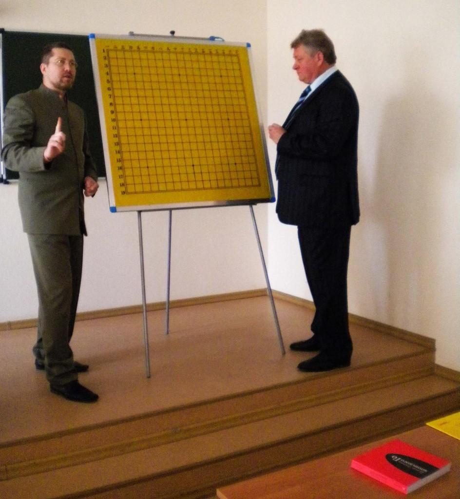 Ректор Самарского университета на лекции по игре Го
